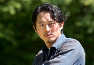 glenn-glares-in-the-walking-dead-season-6-premiere-750x522-1445828007